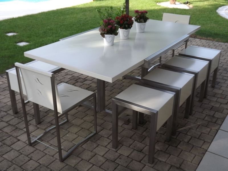 Salon de jardin metallique conceptions de maison for Petite table de jardin metallique